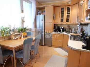 PREDAJ - 4 izb. priestranný byt s balkónom / ŠAĽA  / výmera 82 m2