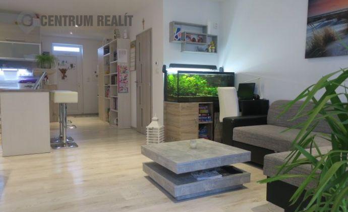 Veľký 4-izbový mezonetový byt so záhradkou, 2x parkovacie státie, Hviezdoslavov - Podháj