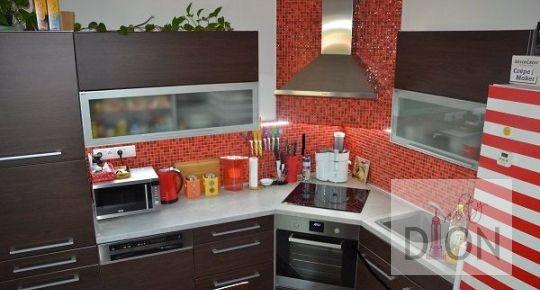 REZERVOVANÝ - Kompletne zrekonštruovaný TEHLOVÝ byt s GARÁŽOU!!!