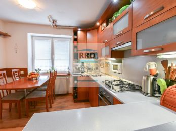 Rezervovaný-3 izbový tehlový byt v širšom centre