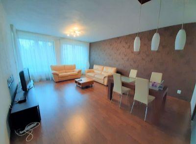 Krásny priestranný (75m2) 2 izbový byt v skvelej lokalite s garážovým státím
