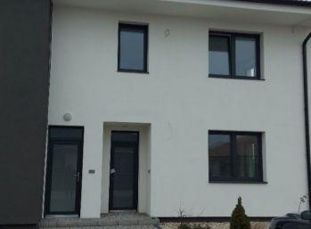 1 izbový byt s balkónom a s vlastným parkovaním v Galante na predaj