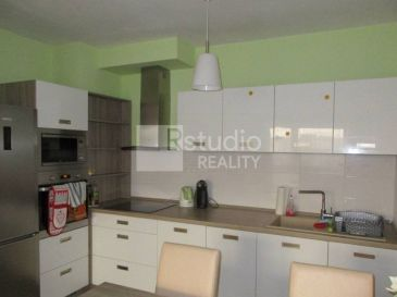PRENÁJOM - zariadený 2 izbový byt v BOTANIKE  Trnava / 58 m2 + garážové státie