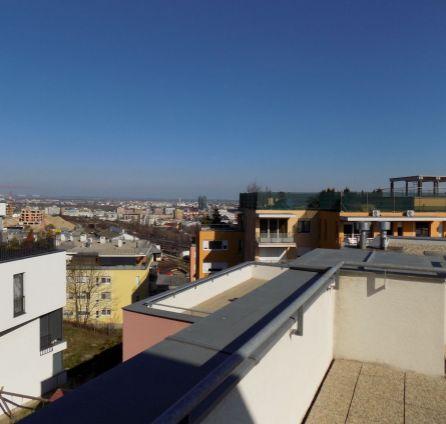 STARBROKERS - Predaj 4 izb. bytu s veľkou terasou, parkovacím státím a výhľadom na mesto, Koliba, ul. Na Zlatej nohe, BA III.