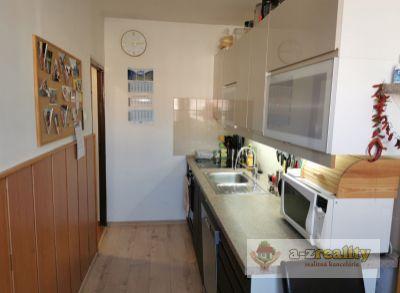 3047 Na predaj 3 izbový byt v Nových Zámkoch