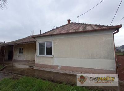 3048 Na predaj veľký 4-izbový dom v obci Svätý Peter