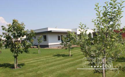 Ponúkame na prenájom pekný rodinný dom s veľkou a udržiavanou záhradou v Chorvátskom Grobe,