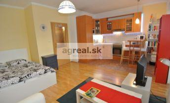 Prenájom, útulný a slnečný 1- izb. byt (32 m2+ 6 m2 balkón) vo výbornej lokalite, ul. Šustekova, BA V- Petržalka