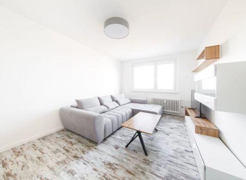 Na prenájom svetlý 2 izbový byt so samostatnou kuchyňou na Slatinskej ulici
