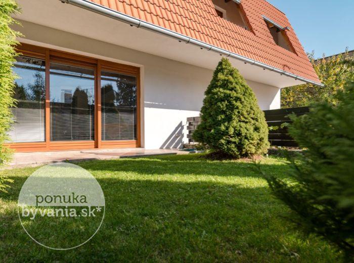 REZERVOVANÉ - MOZARTOVA, 6-i dom, 241 m2 - POZEMOK 414 m2, blízko centra, TICHÉ PROSTREDIE, výhľad na západ slnka