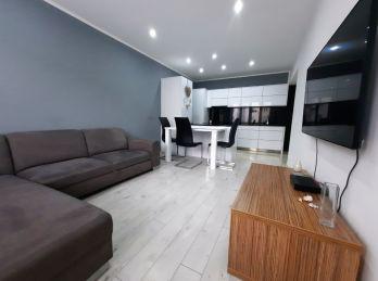 Ponúkame Vám na predaj luxusný 3 - izbový byt na ul. Antona Bernoláka v Žiline.