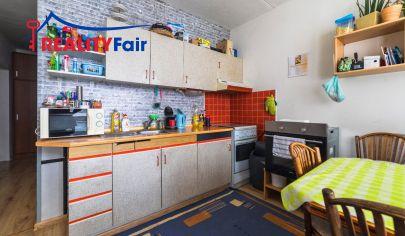 Predaj veľkého dvojizbového bytu s tromi lodžiami na Javorníckej ulici