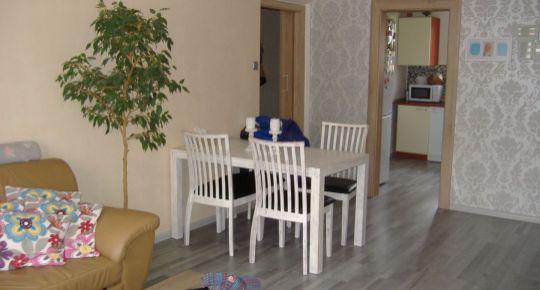 Predáme  pekný slnečný 3 izbový byt v BB