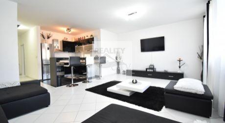 2 - izbový krásne elegantný byt  62 m2 so zariadením a parkovacím  miestom -  Rajka