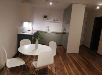 BA V. Na prenájom 2 izbový byt na Lužnej ulici