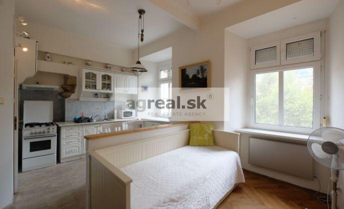 2-izb.zariadený v absolútnom centre – Hviezdoslavovo námestie/1 bedroom apartment in the absolute center - Hviezdoslavovo square
