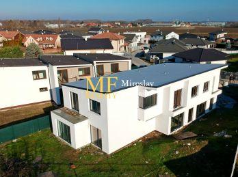 Exkluzívnej na predaj  4 izbový mezonetový  dom v  Malinove , Broskyňová ul.