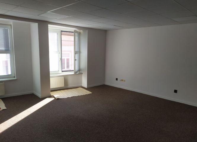 kancelárie - Nové Zámky - Fotografia 1