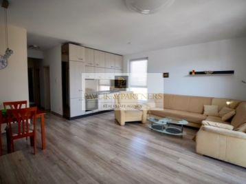 Prenájom pekný 3 izbový byt, kompletne zariadený, vlastné park. miesto, centrum mesta