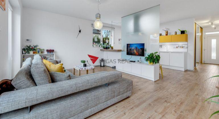 =REZERVOVANÉ= Slnečný a moderný dom v Rovinke exkluzívne na predaj
