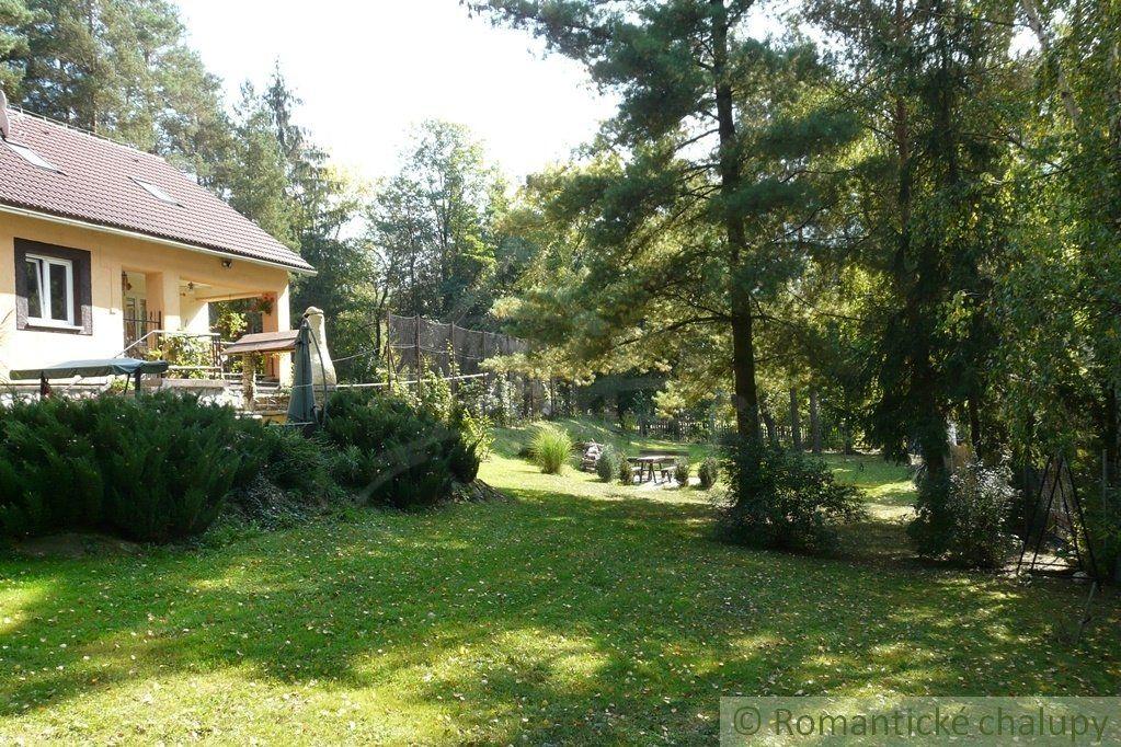 Dom pri Zvolenskej priehrade hneď pri vode s krásnym veľkým pozemkom na predaj