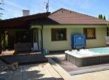 6izb. bungalov, 2garáž, 8á pozemok, bazen, vírivka, altánok, klimatizácia