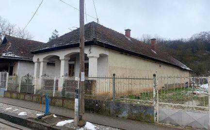 MAĎARSKO - MESZES DOM PO REKOŠTRUKCII -  2 IZBOVÝ DOM, POZEMOK 1.051 M2