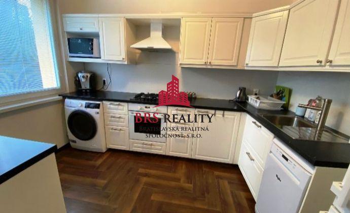 REZERVOVANÉ - Zariadený  4 izbový byt v Dúbravke