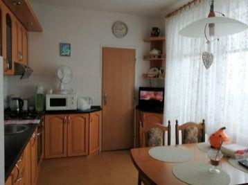 Predaj veľkometrážneho 2 izb. bytu, 66 m2, s loggiou, s výťahom priamo pri byte, centrum, Hlavná ulica