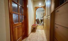 3 izbový zrekonštruovaný byt s balkónom a vlastným kúrením, Nesvady, predaj