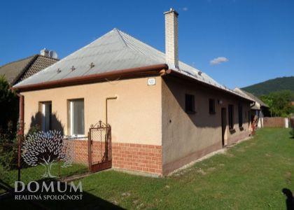 Rodinný dom v centre Kočoviec, slnečný pozemok 324m2, kúpou voľný