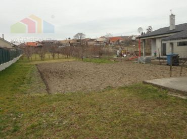 Pozemok 1606 m2, Dubovany