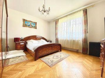 PROMINENT REAL predá veľký 6 izbový rodinný dom v Kráľovej pri Senci.