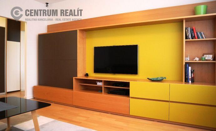 Moderne zariadený, priestranný 2-izbový byt s loggiou, Lenardova ulica