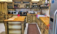 Na predaj - Sídlo, rodinný dom vhodný na bývanie, ale aj ako reprezentatívny priestor na podnikateľské účely.