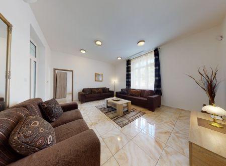 Zrekonštruovaný rodinný dom / BÝVANIE - PODNIKANIE / Piešťany