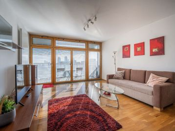 PROMINENT REAL prenajme priestranný 2 izb. s loggiou a bazénom v Ružovej doline.