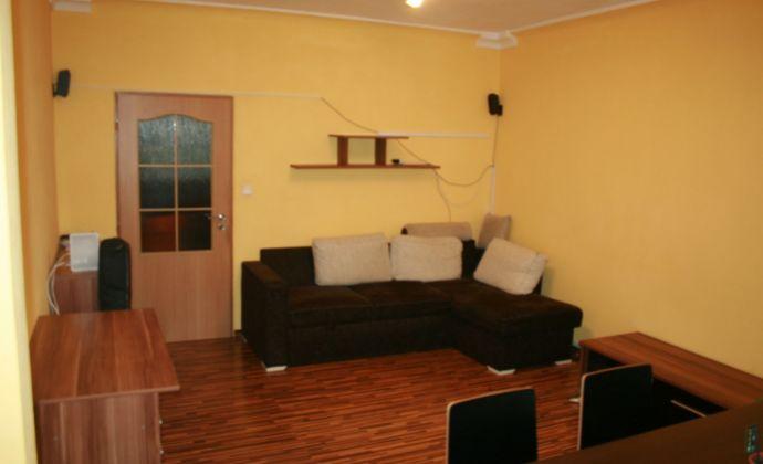 Ponúkame Vám na predaj 3 izbový byt Bratislava-Nové Mesto,  Československých parašutistov.