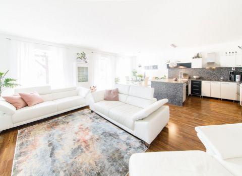 REZERVOVANÝ - Na predaj rodinný dom s garážou na pozemku 553 m2 na začiatku Rovinky