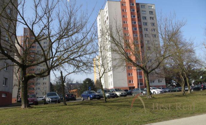 Best Real - 3-izbový byt na Drobného ulici v Dúbravke, 76m2, 10/12 poschodie.