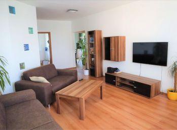 Pekný, Zrekonštruovaný 4 izbový byt v Petržalke - Vígľašská ulica