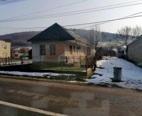 Nádherné miesto. Na predaj veľký pozemok so starým rodinným domom v Papíne (N128-14-MIMa)