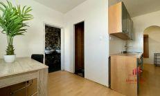 3 izbový čiastočne zrekonštruovaný byt, IV. sídl., Komárno, predaj