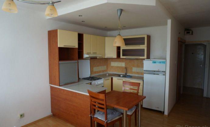 Prenájom - veľký 1-izb. byt s balkónom - Martin–Sever