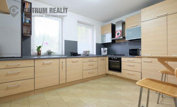 3D obhliadka: Priestranný 5-izbový dom s krásnou záhradou, garážou, Dunajská Lužná, TOP lokalita