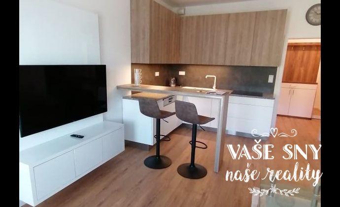 Ponúkame Vám na prenájom 2-Izbový byt s krásnym výhľadom na Brezinu a s garážovým stáním