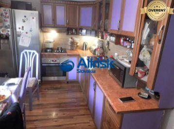 3 izbový rodinný dom v Malých Levároch
