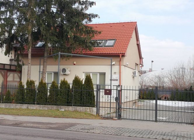 Rodinný dom - Bratislava-Vrakuňa - Fotografia 1