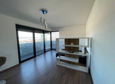 Luxusný apartmán s terasou a úžasným výhľadom priamo v srdci Tehelného pola