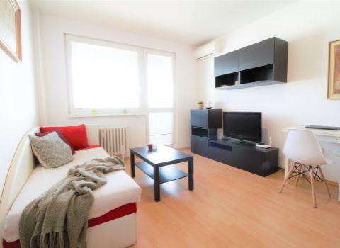 PREDANÝ -  rekonštruovaný 1 izbový byt s klimatizáciou na Budatínskej ulici